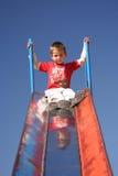 Criança que joga no parque Fotos de Stock