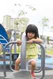 Criança que joga no parque Imagens de Stock