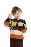 Criança que joga o triângulo Imagem de Stock