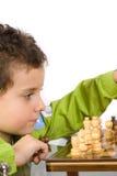 Criança que joga a xadrez Foto de Stock Royalty Free