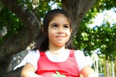 Criança que olha acima em algo Fotografia de Stock