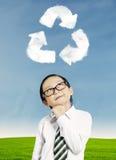 Criança que pensa sobre a reciclagem Fotos de Stock
