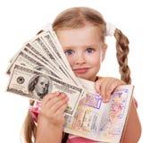 Criança que prende o passaporte internacional. Fotografia de Stock Royalty Free