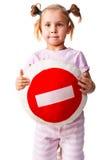 Criança que prende um descanso com sinal do batente Fotografia de Stock