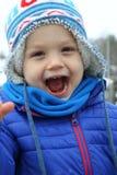 Criança que ri para fora ruidosamente Imagem de Stock