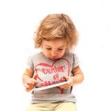 Criança que swiping o smartphone branco fotografia de stock