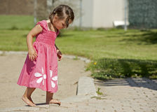 Criança que tem o divertimento Imagens de Stock