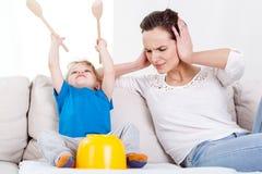 Criança que tem o divertimento muito ruidosamente fotos de stock royalty free