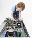 Criança que troca o fã no servidor Imagens de Stock Royalty Free