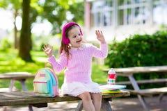 Criança que vai para trás à escola, começo do ano Fotos de Stock Royalty Free