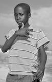 Criança que vive na cidade de Bangani Foto de Stock