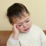 Criança sonolento de grito fotografia de stock royalty free