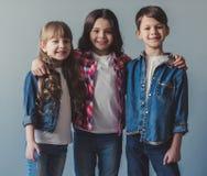 Crianças à moda felizes Fotografia de Stock