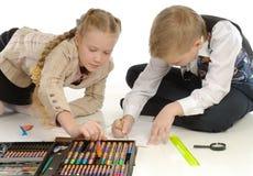 Crianças acopladas no desenho 2 Fotos de Stock Royalty Free