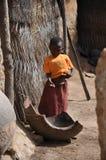 Crianças africanas em uma vila fotografia de stock