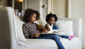 Crianças africanas na sala de visitas Imagem de Stock Royalty Free