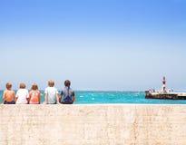 Crianças ao lado do mar Foto de Stock Royalty Free