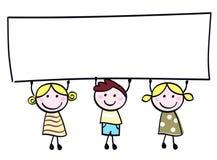 Crianças bonitos do doodle que prendem o sinal em branco da bandeira. Foto de Stock