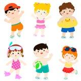 Crianças bonitos multiculturais do verão no roupa de banho Imagem de Stock