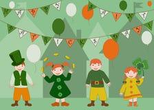 Crianças bonitos que comemoram o dia de Patricks de Saint Fotografia de Stock Royalty Free