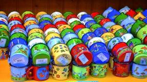 Crianças brilhantes copos pintados Fotos de Stock Royalty Free