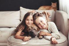 Crianças com animal de estimação Fotografia de Stock Royalty Free