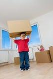 Crianças com as caixas na HOME Fotografia de Stock Royalty Free