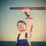 Crianças com brinquedo airplan Imagem de Stock Royalty Free