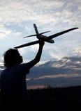 Crianças com brinquedo airplan fora Fotos de Stock