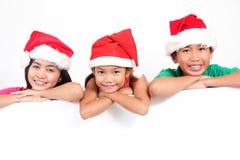 Crianças com placa branca Fotografia de Stock Royalty Free