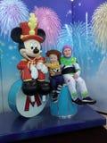 Crianças com rato de Micky fotografia de stock
