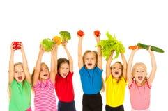 Crianças com vegetais fotografia de stock royalty free