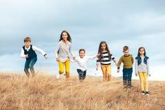 Crianças da forma no campo do outono Fotografia de Stock Royalty Free