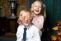 Crianças da menina do menino fotos de stock royalty free