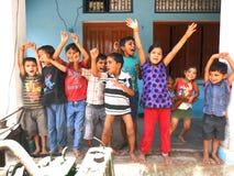 Crianças da vila em um humor super-emocionante em india Fotografia de Stock