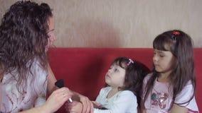 Crianças das emoções com mamã filme