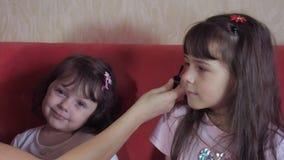 Crianças das emoções com mamã video estoque