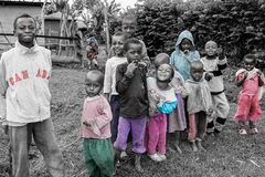 Crianças de Ilkiding'a, cor da vila do Masai de Waarusha Foto de Stock Royalty Free