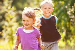 Crianças de jogo felizes Fotos de Stock Royalty Free
