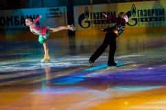 Crianças de patinagem dos pares Fotografia de Stock Royalty Free