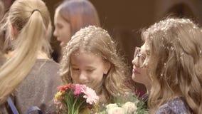 Crianças de sorriso bonitas vídeos de arquivo