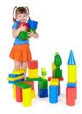 Crianças de sorriso felizes que jogam com brinquedos coloridos Imagens de Stock