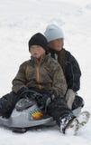 Crianças do Inuit - Greenland - Ittoqqortoormiit imagens de stock royalty free