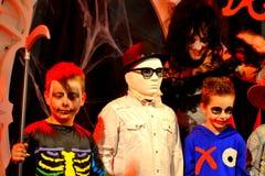 Crianças do partido do carnaval do disfarce de Dia das Bruxas Imagem de Stock
