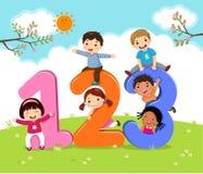 Crianças dos desenhos animados com 123 números Fotografia de Stock