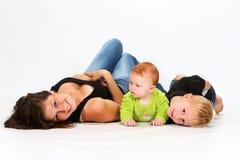 Crianças e baby-sitter Fotografia de Stock