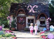 Crianças e casa de férias Fotos de Stock