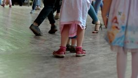 Crianças e dança dos adultos filme