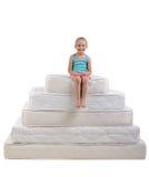 Crianças e muitos colchões Foto de Stock Royalty Free