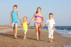 Crianças e o mar. Imagens de Stock Royalty Free
